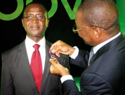 M. Ahmed Cissé, fait grand chevalier de l'ordre des telecommunications par le Ministre Bruno Koné.