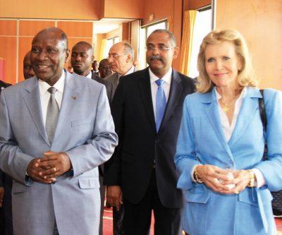 Le Premier Ministre Kablan Duncan, le Ministre Patrick Achi, Mme Martin Bouygues et à l'arrière M. François Sacco, Directeur Général Socoprim. LifeMag