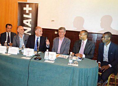 L'équipe C+ de la gauche vers la droite : Abou Bakhry Ba, Serges Agnero, Philippe Doucet, François Deplanck, Pierre Chaudesaygues et Hervé Lacaussade.