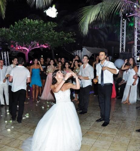 Les mariés se sont vraiment lâchés, cette nuit.