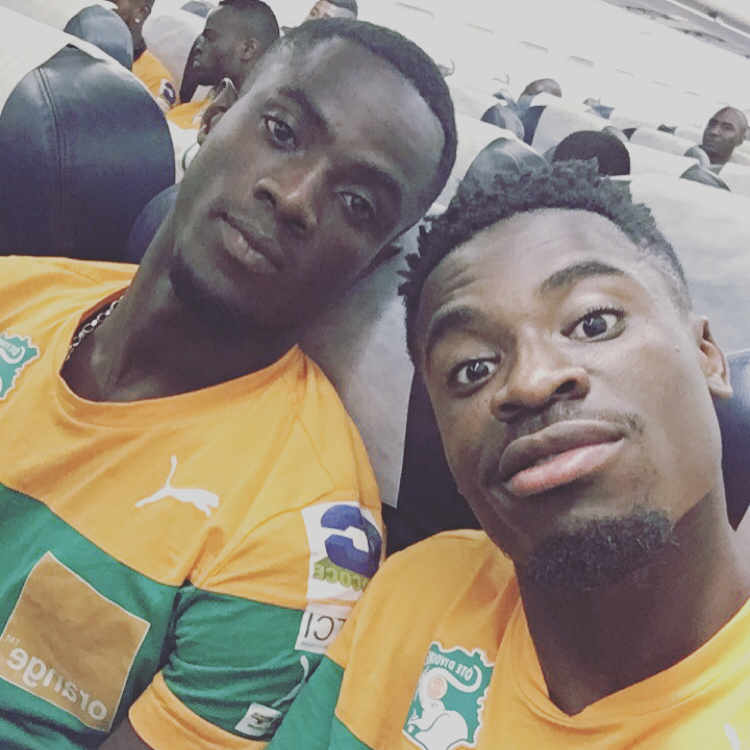 Serge Aurier Photos Et Images De Collection: Serge Aurier Sur Le Point De Rejoindre Eric Bailly
