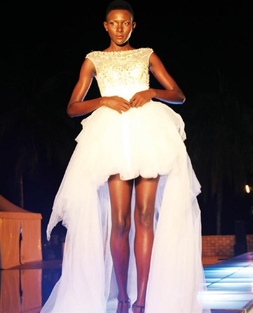 Une robe de mariée sexy pour les plus audacieuses. Life Mag