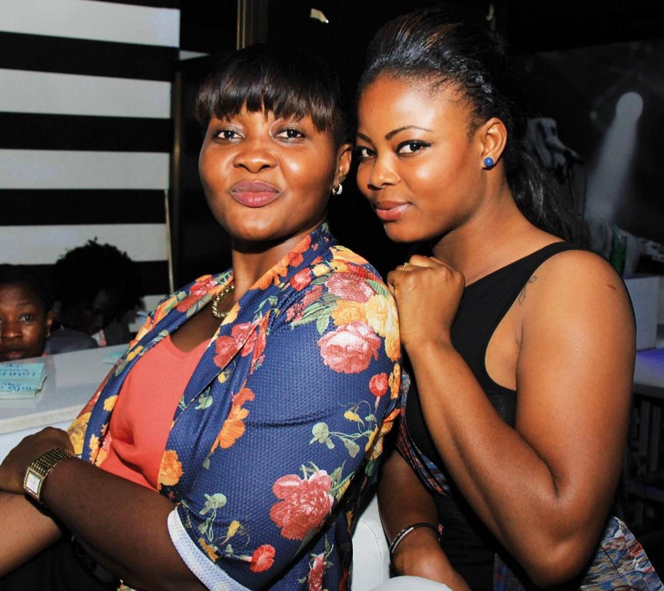 De belles jeunes dames étaient également de la fête.