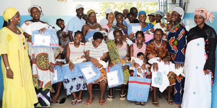 Une vue d'ensemble de mères récompensées dans la maternité de Lokodjro à yopougon.