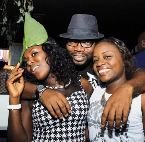 Augustin Akou, DG de 2A consulting et ses deux muses Michelle et Marie-Josée.