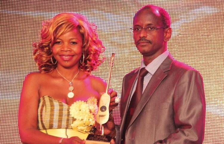 Rovanne a reçu le trophée de la meilleure artiste féminine de l'année.