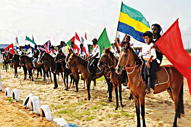 Une vue des chevaux en compétition et des pays représentés.