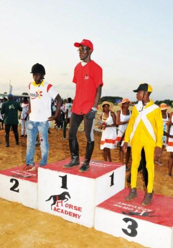Niamkey Stéphane, vainqueur de la course, suivi de Bachirou Ouédraogo et Kêlê.