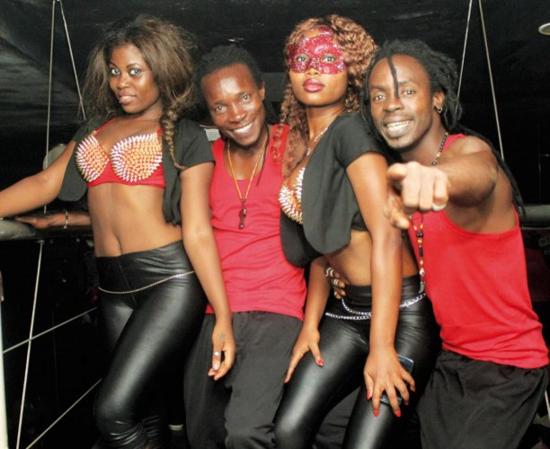 La troupe de danse Moayé est heureuse de vous servir.