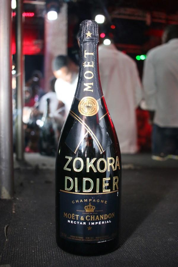 Une bouteille de Moët et Chandon spécialement dédicacé à Zokora.