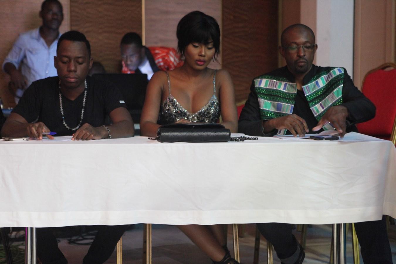 Le trio du jury Thura, Esther et Ousmane.