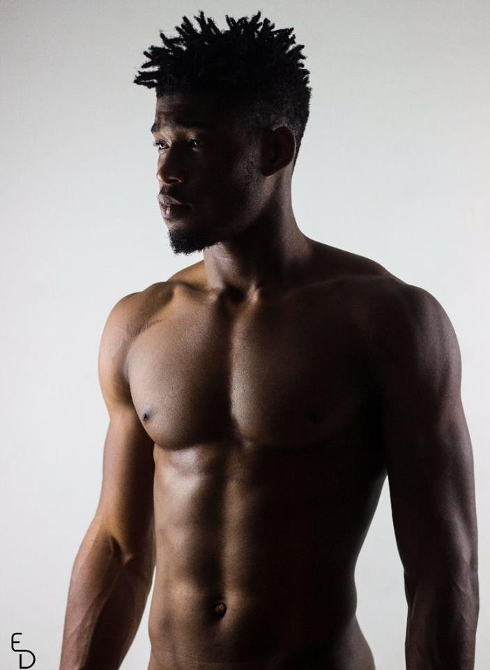 On connaîtra ce 19 Octobre le Meilleur Mannequin masculin de l année au Top  10 de la mode ivoirienne. Roland Cédric comme l un des grands prétendants à  ce ... 68b91944c6d