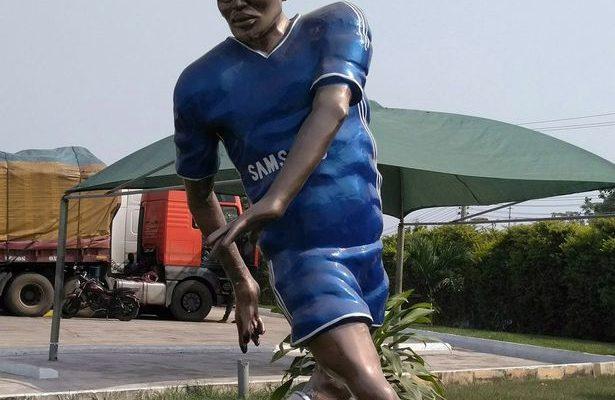 Michael-Essien-statue