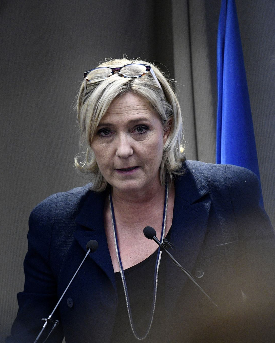 French far-right Front National (FN) party president, member of European Parliament and candidate for France's 2017 presidential election, Marine Le Pen delivers a speech during a meeting about healthcare, on December 9, 2016 in Paris. / AFP PHOTO / MARTIN BUREAU