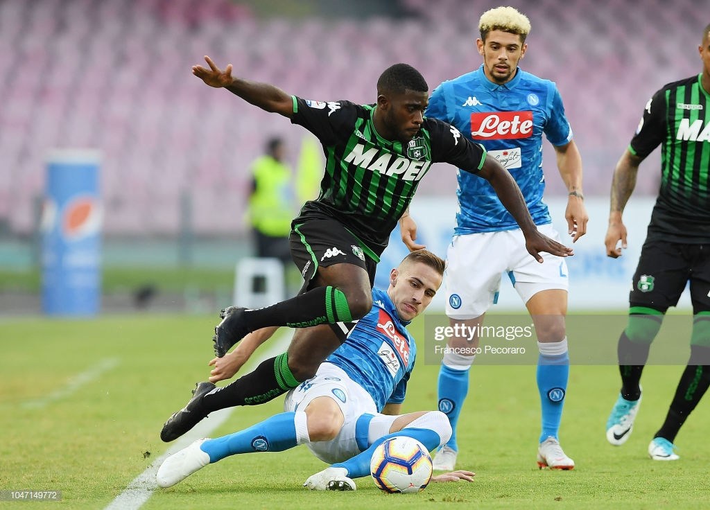 NAPLES, ITALY - OCTOBER 07: Marko Rog of SSC Napoli vies Jeremie Boga of US Sassuolo during the Serie A match between SSC Napoli and US Sassuolo at Stadio San Paolo on October 7, 2018 in Naples, Italy. (Photo by Francesco Pecoraro/Getty Images)