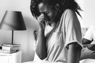 femme en pleurs