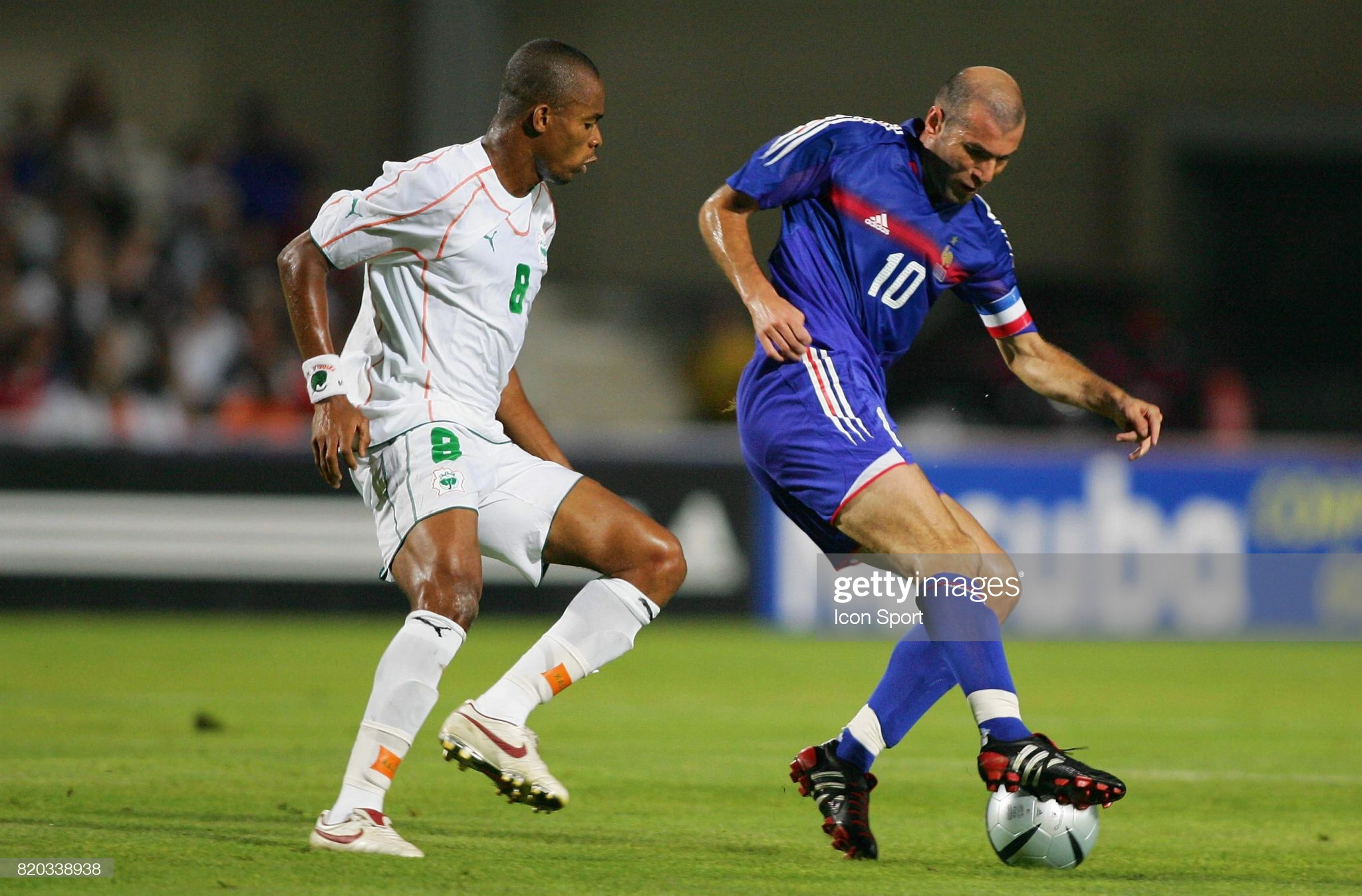 Zinedine ZIDANE / Bonaventure KALOU - France / Cote D'Ivoire - 17.08.2005 - Match amical a Montpellier   (Photo by Neal Marchand / Icon Sport via Getty Images)